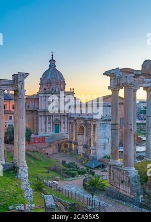 Iglesia de Santi Luca e Martina y Arco Septimio Severo (Arco di Settimio Severo), Foro, Patrimonio de la Humanidad de la UNESCO, Roma, Lazio, Italia, Europa
