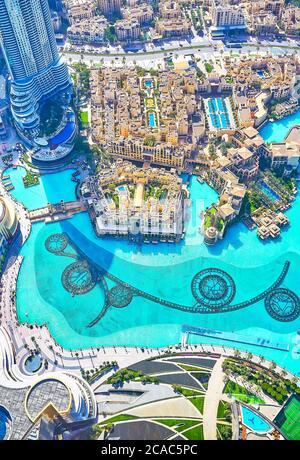 DUBAI, EAU - 3 DE MARZO de 2020: Burj Khalifa es el lugar perfecto para ver el espectáculo de las fuentes desde arriba, el 3 de marzo en Dubai