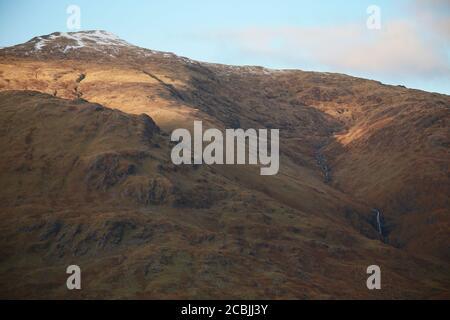 Las montañas escocesas muestran su belleza en el desierto.