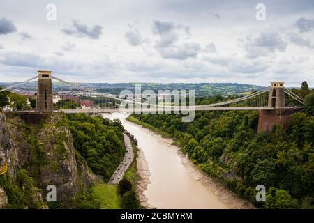 Isambard Kingdoms Brunels Clifton Puente colgante sobre el río avon garganta. Bristol, Inglaterra. Julio de 2020