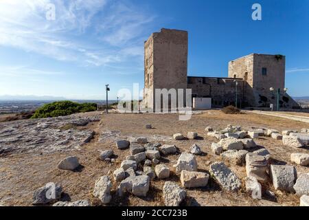 Castillo de San Michele en Cagliari, Cerdeña en un caluroso día de verano.