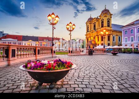 Timisoara, Rumanía - Catedral de San Jorge en Union Square, Banat en Transilvania
