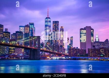 Nueva York, Estados Unidos de América - Vista panorámica del bajo Manhattan, el Puente de Brooklyn y la Torre Freedem.