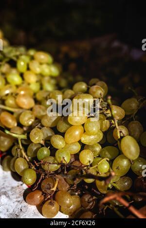 Mercado callejero de surtido de frutas y verduras frescas.saludable food.Organic. Agricultura. Uvas