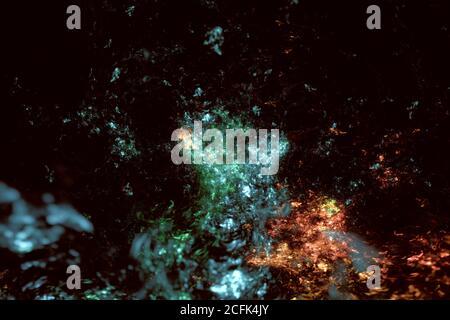 Resumen multicolor difuminado fractal sobre fondo oscuro Foto de stock