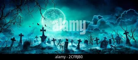 Cementerio nocturno - Cementerio escalofriante con la Luna en Nubado Cielo y murciélagos