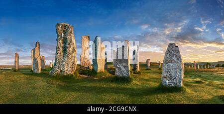 Panorama de Calanais Standing Stones círculo central de piedra erigido entre 2900-2600BC mide 11 metros de ancho. En el centro del anillo se encuentra un hu