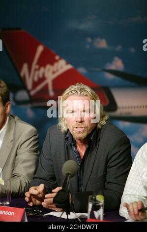 El presidente de Virgin Atlantic, Sir Richard Branson, habló en una conferencia de prensa en Nueva York en la que reveló planes para reducir las emisiones de carbono de la aviación en un 25%.