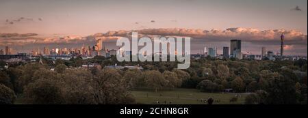 Una vista panorámica de la puesta de sol de Londres desde Primrose Hill in Londres