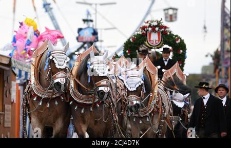 El desfile anual de Oktoberfest se muestra en Munich, Alemania, el 22 de septiembre de 2019. REUTERS/Andreas Gebert