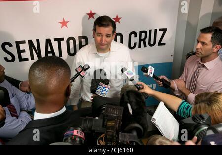 Texas, EE.UU. 21 de octubre de 2013. 21 de octubre de 2013 Houston, Texas EE.UU.: Senador republicano DE TEXAS, TED CRUZ es recibido por cientos de partidarios en un evento de regreso a casa organizado por una organización local del Tea Party. Crédito: Bob Daemmrich/ZUMA Wire/Alamy Live News