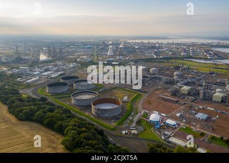 Vista aérea de Grangemouth Refinery y puerto, Grangemouth, Escocia.