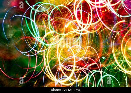 Abstracto burred textura fondo de colorido bokeh movimiento. Exposición prolongada de pequeñas luces de neón