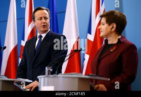 El primer ministro británico, David Cameron, habla durante una conferencia de prensa conjunta con su contraparte polaca Beata Szydlo en Varsovia, Polonia, el 10 de diciembre de 2015. REUTERS/Kacper Pempel