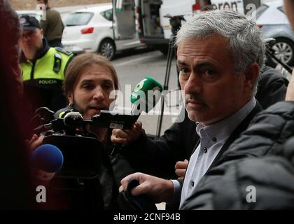 El gerente del Manchester United, José Mourinho, llega a la corte para testificar sobre cargos de fraude fiscal en Pozuelo de Alarcón, cerca de Madrid, España, 3 de noviembre de 2017. REUTERS/Javier Barbancho Foto de stock