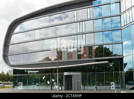Edificio de extensión de la Biblioteca Nacional Alemana, antes la Biblioteca Alemana, en forma de libro, Leipzig, Sajonia, Alemania