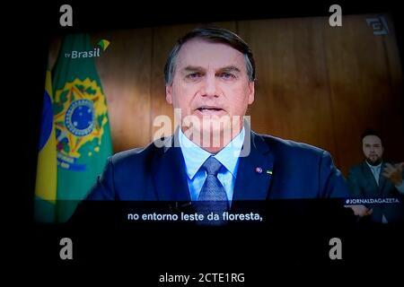 São Paulo (SP), 22/09/2020 -BOLSONARO NA ONU - Jair Bolsonaro, presidente de Brasil, habla durante la Asamblea General de las Naciones Unidas vista en una computadora portátil en Hastings en el Hudson, Nueva York, EE.UU., el martes 22 de septiembre. 2020. Existe una campaña de desinformación sobre el bosque amazónico y el Pantanal para dañar la imagen de Brasil como el mayor productor de alimentos del mundo, dijo el presidente Bolsonaro. (Foto: Szucinski/Alamy Live News)