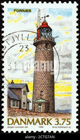 DINAMARCA - ALREDEDOR de 1996: Un sello impreso en Dinamarca de la edición 'Lighhouses' muestra Fornaes, alrededor de 1996.