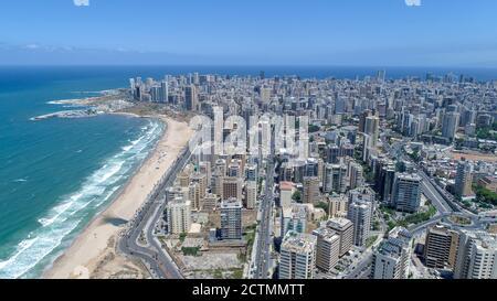 Vista aérea de la ciudad de Beirut Vista del paisaje urbano y playa de arena