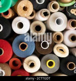 Vista de la cosecha de diferentes molinos de algodón de colores, temas de costura