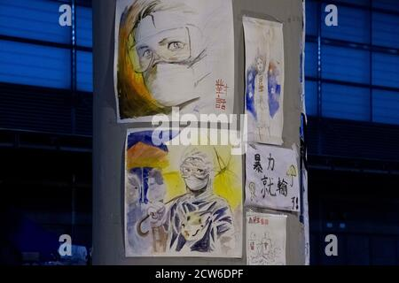 Hong Kong, Hong Kong, China. 3 de octubre de 2014. HONG KONG, HONG KONG RAE, CHINA: 3 DE OCTUBRE DE 2019. Eslóganes, carteles y obras de protesta decoran pilares y señales de calle fuera de la oficina de los jefes ejecutivos en el edificio de LegCo, Tamar, Almirantazgo. Alamy Stock Image/Jayne Russell Credit: Jayne Russell/ZUMA Wire/Alamy Live News