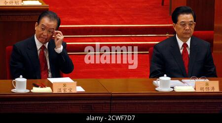 China's President Hu Jintao (R) sits next to Premier Wen Jiabao during the closing ceremony of the Chinese People's Political Consultative Conference (CPPCC) in the Great Hall of the People in Beijing March 13, 2011.      REUTERS/David Gray    (CHINA - Tags: POLITICS)
