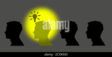 Ilustración del concepto de gran idea. El hombre se ilumina con la idea representada por la bombilla. Resto de la gente de pie en la oscuridad Foto de stock