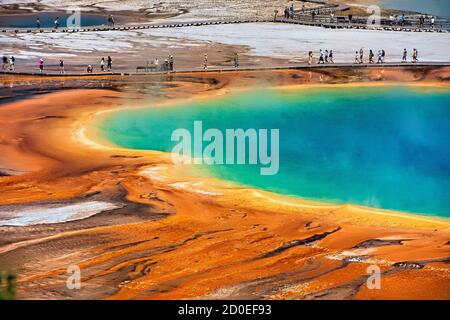 Fuente termal Grand Prismatic, Midway Geyser Basin, Parque Nacional Yellowstone, Wyoming, Estados Unidos