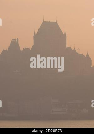 The Chateau Frontenac is pictured while smoke covers the skyline of Quebec City May 30, 2010. A smoke cloud coming from the forest fires of Wemotaci was blown over Quebec City by high North West winds according to Environment Canada. REUTERS/Mathieu Belanger (Canada - Tags: ENVIRONMENT)
