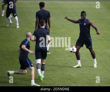 Paul Pogba de Francia durante la sesión de entrenamiento antes de jugar a Portugal En final mañana