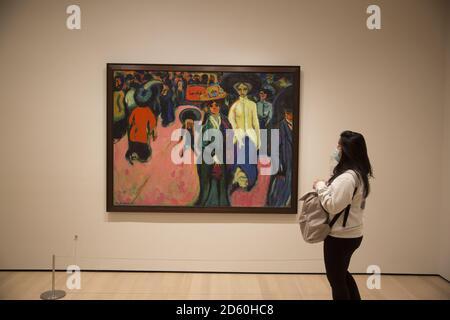 Calle, Dresden 1908, por Ernst Ludwig Kirchner 1880-1938. Museo de Arte moderno, Nueva York.