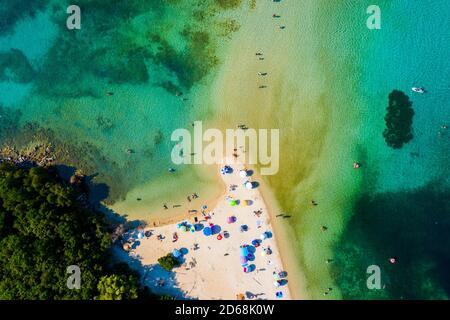 La hermosa playa Bella Vraka, en Grecia desde arriba.