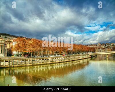 Río Saone, Lyon, Auvergne-Rh'ne-Alpes, Francia.