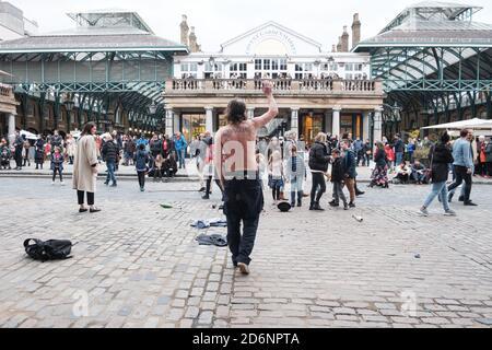 Stand Up X con Piers Corbyn (hermano de Jeremy Corbyn) Rally en el centro de Londres compartiendo su mensaje de Libertad y Anti Lockdown, Masks y Corona