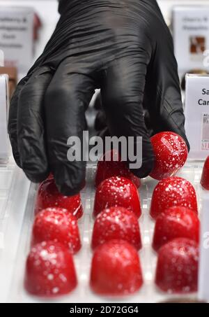 Bombones a la venta en el Chocolate Show, en Olympia en Kensington, Londres. Foto fecha: Viernes 13 de octubre de 2017. El crédito de la foto debe decir: Matt Crossick/ EMPICS Entertainment.