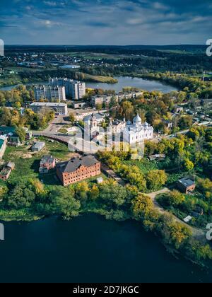 Monasterio de San Sergius en el estanque de Bethany en Sergiyev Posad, Rusia