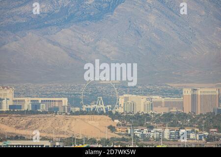 Las Vegas, 17 DE OCTUBRE de 2020 - Vista soleada del famoso horizonte de la avenida principal