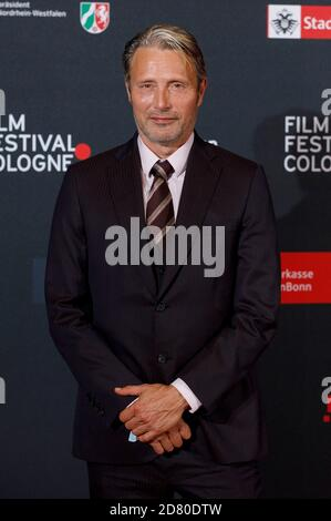 Mads Mikkelsen asiste al Festival de Cine de Colonia 2020 en el 30º Festival de Cine de Colonia 2020 en Palladium el 8 de octubre de 2020 en Colonia, Alemania