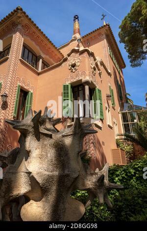 Casa de Antoni Gaudí y museo en el Parque Guell (Parc Guell 1900-1914), Patrimonio de la Humanidad de la Unesco. Cataluña, España, Europa.