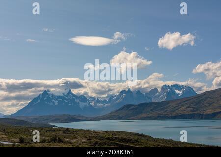 Vista sobre el Río Serrano en el Parque Nacional Torres del Paine, Chile Foto de stock