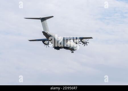 Boryspil, Ucrania - 25 de septiembre de 2020: La Fuerza Aérea Real (RAF) Airbus A400M Atlas C.1 está aterrizando en el aeropuerto