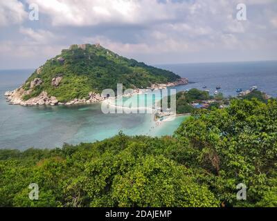 Koh Tao, Tailandia - 2 de enero de 2020: Increíble punto de vista en la isla Koh Nang Yuan de Koh Tao Tailandia.