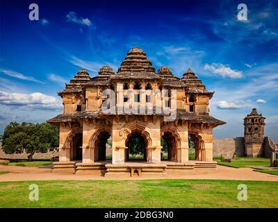 Monumento turístico indio Lotus Mahal pabellón. Centro Real. Hampi, Karnataka, India