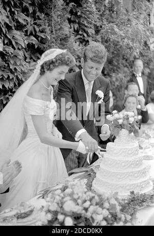 Jackie y JFK Cut Wedding Cake, 1953