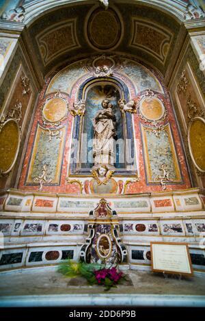Estatua en el interior de Chiesa Santa Chiara (Iglesia de Santa Chiara), Noto, Val di Noto, Patrimonio de la Humanidad de la UNESCO, Sicilia, Italia, Europa
