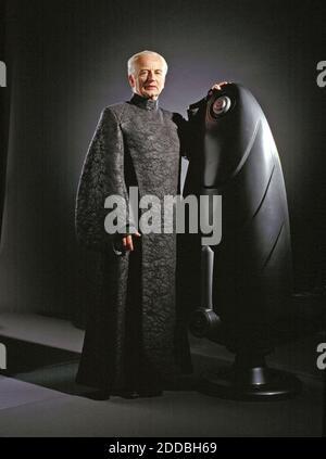 NINGUNA PELÍCULA, NINGÚN VIDEO, ninguna televisión, NINGÚN DOCUMENTAL - Senador Palpatine (Ian McDiarmid) en una imponente túnica de la Federación en el escenario de la película Star Wars. Foto por KRT/ABACAPRESS.COM