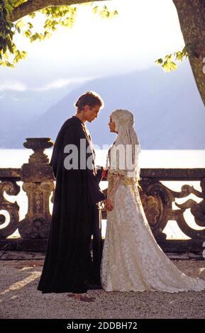 NO HAY PELÍCULA, NO HAY VÍDEO, NO hay televisión, NO HAY DOCUMENTAL - Anakin Skywalker (Hayden Christensen) y Padme Amidala (Natalie Portman) wed in Star Wars episodio II : ataque de los Clones. Foto por KRT/ABACAPRESS.COM