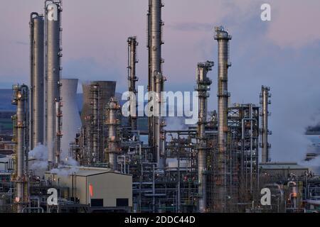 La refinería de petróleo y el complejo petroquímico de Grangemouth es la primera planta en importar etano del aceite de esquisto de EE.UU. Como materia prima.