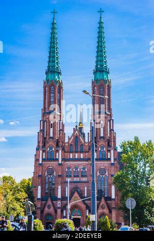 La Catedral de San Florián, o la Catedral de San Miguel el Arcángel y San Florián el Mártir.las torres de 75 metros dominan el este de Varsovia Praga dist Foto de stock