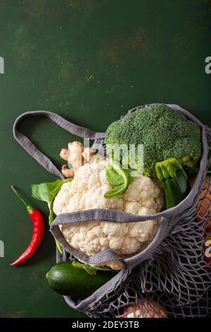 Frutas Verduras en malla reutilizable bolsa de algodón, plástico libre concepto de residuo cero